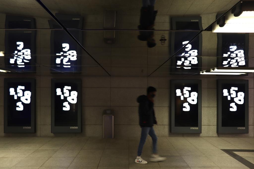 Weiß auf Schwarz Oleksiy Koval, digital painting, 2020 Münchner Freiheit, Munich